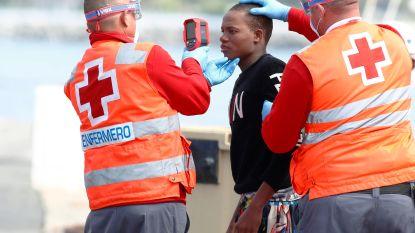 Vijftig migranten gered voor kust Canarische eilanden