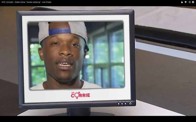 Shaker op de computer van Dokter Corrie Beeld Screenshot YouTube