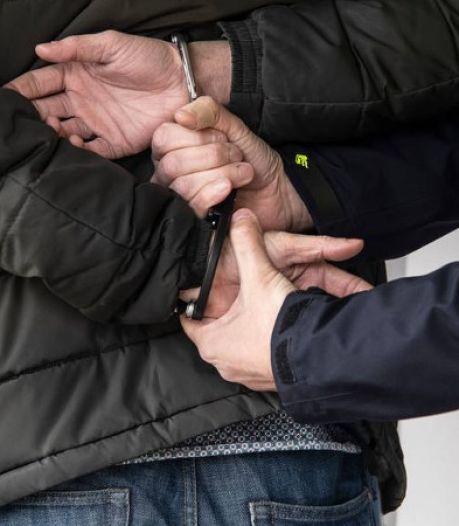 Omstanders houden dronken 55-jarige man uit Vriezenveen in bedwang na ongeluk
