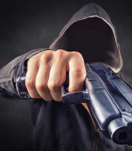 Harderberger kijkt meteen in loop pistool als hij 's nachts deur opent