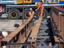 Tijdelijke brug over nieuwe Jottergracht in Harderwijk