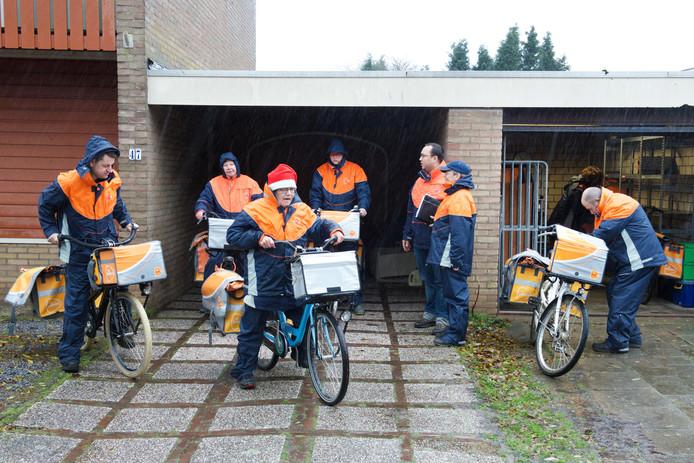 Postbezorgers van PostNL vlak voor kerst
