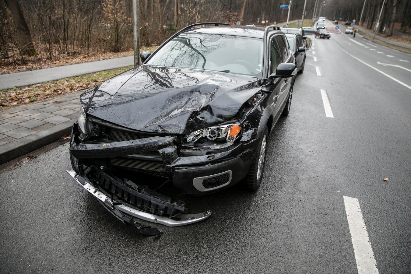 Een van de gecrashte auto's.
