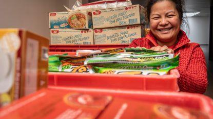 """Aziatische supermarkt Jaroenphan verhuist naar Noordstraat. Zaakvoerders openen in mei ook Thais restaurant Bangkok aan de overkant van de straat: """"Klanten die zich eens aan de Thaise keuken willen wagen, kunnen we meteen doorverwijzen"""""""