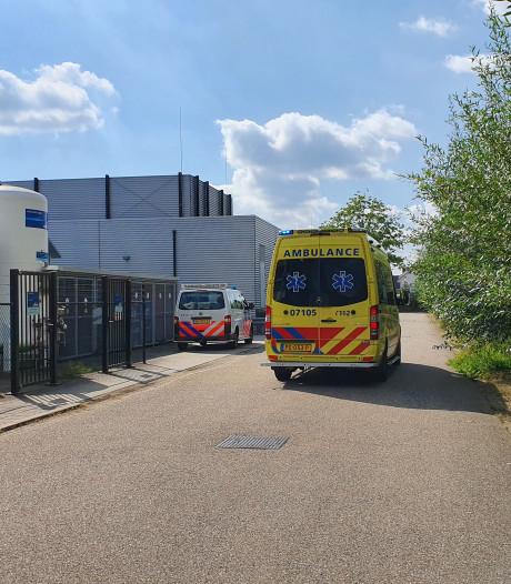 Medewerker van Wagenings chemiebedrijf gewond door zwavelzuur