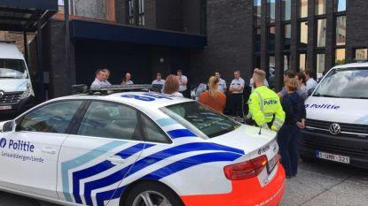 Politiekorps houdt minuut stilte ter nagedachtenis van doodgeschoten collega uit Luik