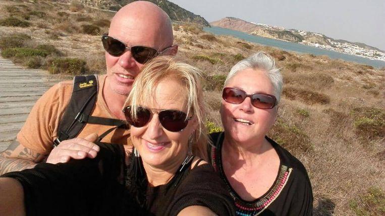 Linda Heirwegh (rechts) met schoonzus Adrienne en broer Gino tijdens de vakantie.
