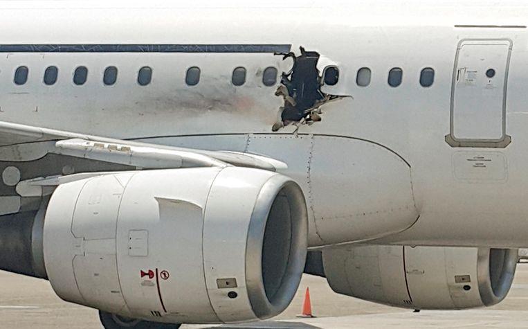 Vorig jaar februari sloeg een explosie in de cabine een gat in de romp van een vliegtuig van Daallo Airlines dat twintig minuten eerder was opgestegen vanuit de Somalische hoofdstad Mogadishu. De ontploffing zou veroorzaakt zijn door een laptop waarin een explosief was verstopt.  Beeld AP