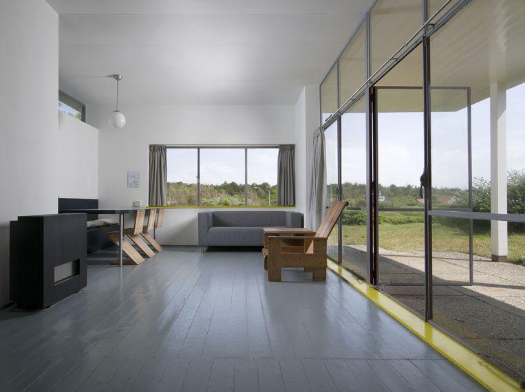Het terras is bereikbaar via de glazen deuren die langs de hele breedte van de woonkamer zijn aangebracht. Beeld Arjan Bronkhorst