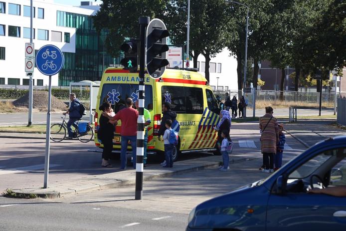 Jongen geschept bij oversteken door bestelauto in Eindhoven