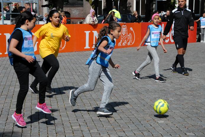 Meisjesvoetbal wint in ons land snel terrein