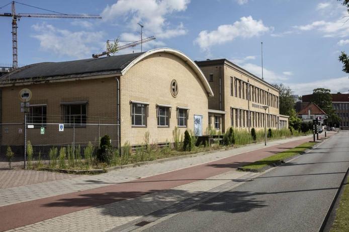 De eigenaar wil het pand van Eindhoven Packaging aan de Cederlaan in Eindhoven slopen. Foto Ton van de Meulenhof/fotomeulenhof
