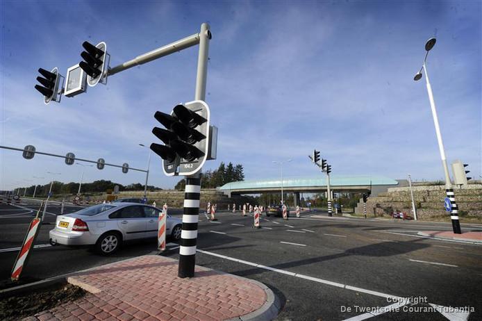 De toekomstige verkeerssituatie op de kruising van de N35 met de Baron van Sternbachlaan in Nijverdal leidt naar verwachting tot veel bezwaren bij de Raad van State.