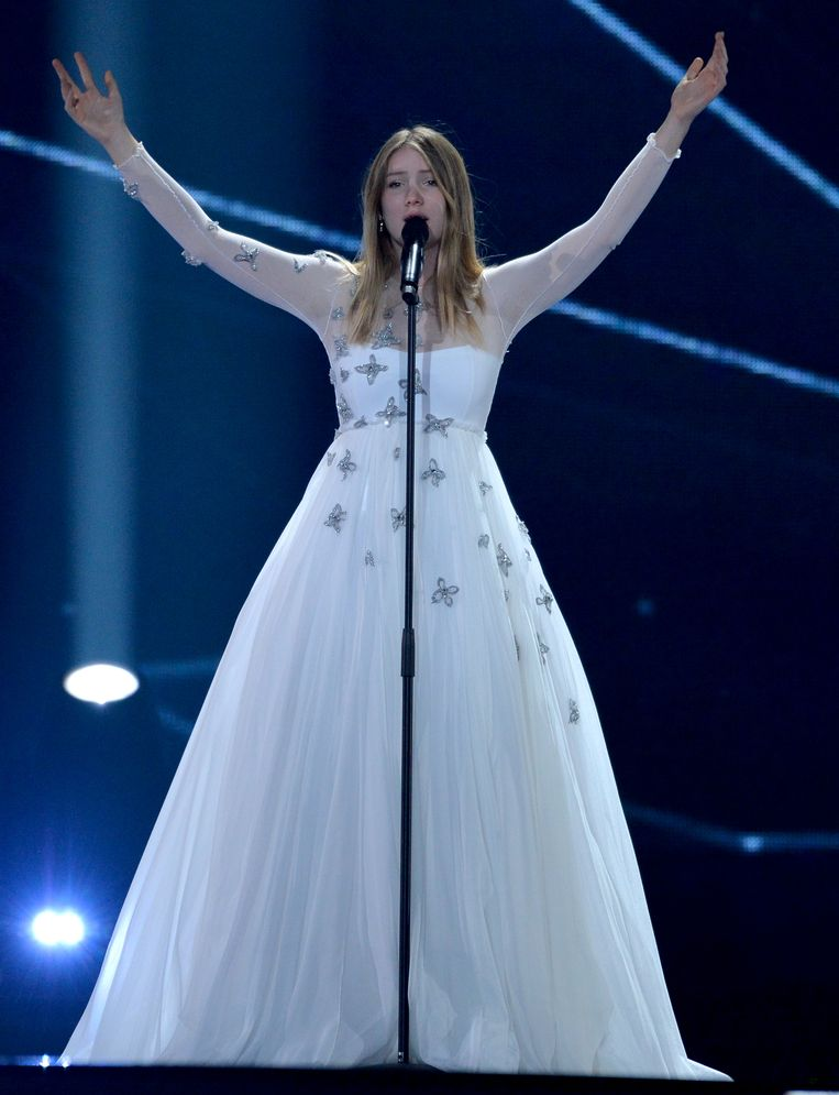 Blanche in haar bombastische witte jurk.