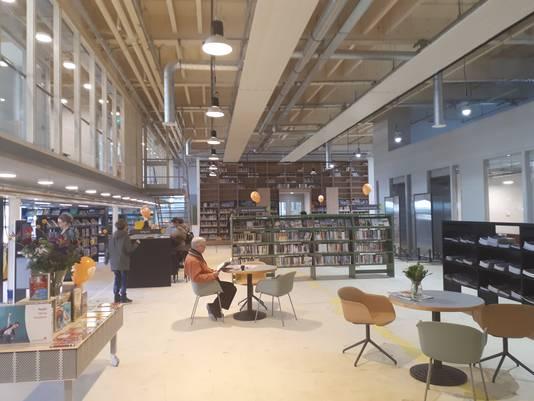 De nieuwe bibliotheek in de voormalige productiehal van sigarettenfabriek Turmac.