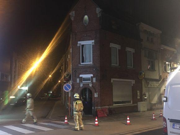 De brandweer zorgde voor ventilatie zodat de rook uit het café kon ontsnappen