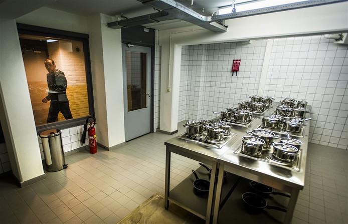 Keuken in woonoord voor arbeidsmigranten.