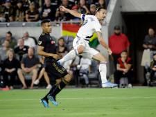 Zlatan slaat weer toe in derby, maar Vela heeft laatste woord