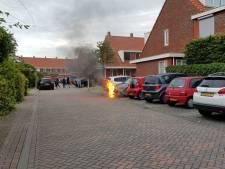 Vlammen slaan uit motorkap