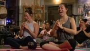 Roepen, tieren en schelden: dit is 'Rage Yoga'