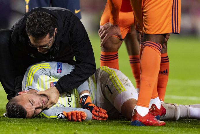 Anthony Lopes ging ondanks een blessure aan zijn hoofd niet direct van het veld.