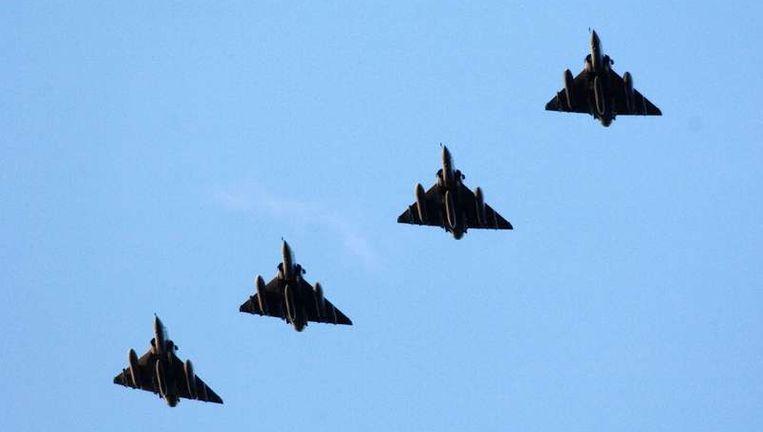 Franse Mirage 2000-gevechtsvliegtuigen maken zich klaar om te landen. Beeld afp