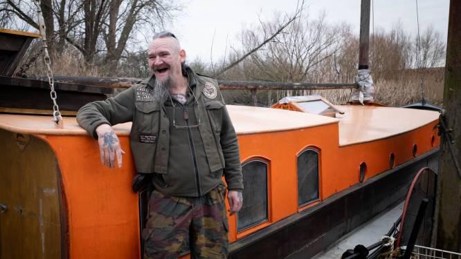"""Winnetou (59) verlaat zijn 'Piratennest' om te varen: """"Tijd om echt als een piraat te gaan leven, op het water"""""""