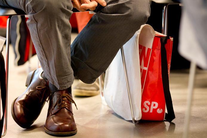 Een SP-tas tijdens de partijraad in het partijbureau.
