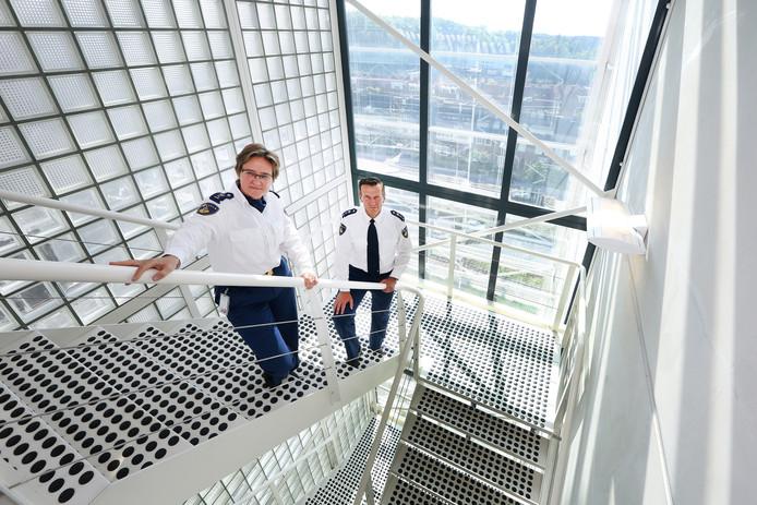 De twee Brabantse politiechefs Hanneke Ekelmans (Zeeland/West-Brabant) en Wilbert Paulissen (Oost-Brabant).