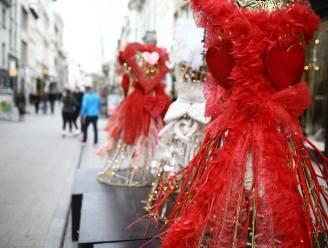 Kerstverlichting maakt plaats voor hartjes en liefdesfeeën