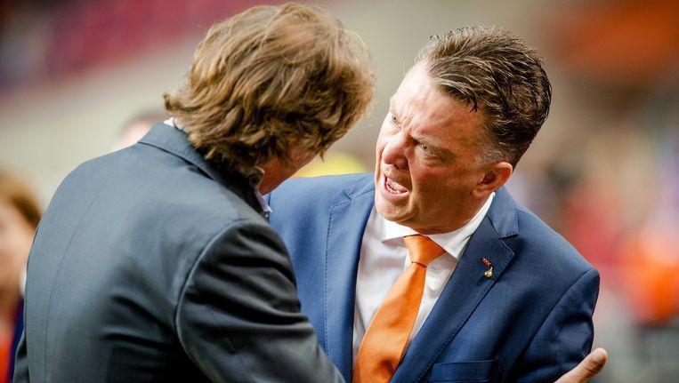 In de laatste wedstrijd voor het vertrek naar Brazilië kregen Van Gaal en SBS6-reporter Hans Kraay Jr. het verbaal met elkaar aan de stok. Beeld epa