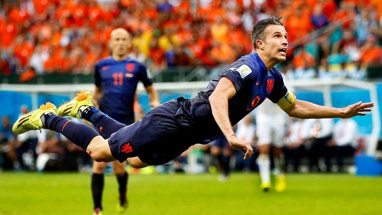 De droomgoal van Van Persie tegen Spanje, 2014, het laatste grote toernooi waar Oranje meedeed Beeld Pim Ras