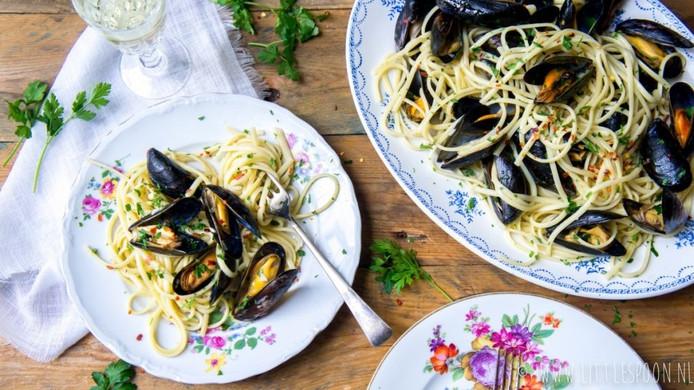 Snelle spaghetti met mosselen en ansjovis.