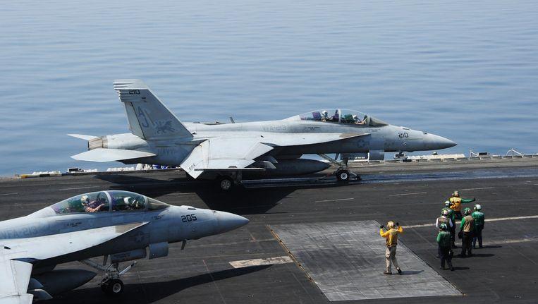 Amerikaanse straaljager op vliegdekschip USS George H.W. Bush. Beeld belga