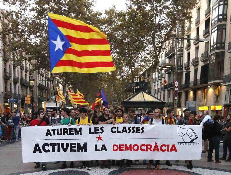 Studenten protesteren voor de onafhankelijkheid van Catalonië. Beeld reuters