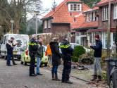 Geschokte buurt in Deventer ruimt puin na ontplofte bom in nieuwjaarsnacht: 'Ik zag het glas op me afkomen'