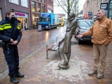 Bronzen beeld Herr Heinrich daags na onthulling van sokkel gereden: 'Hoe is het mogelijk?'