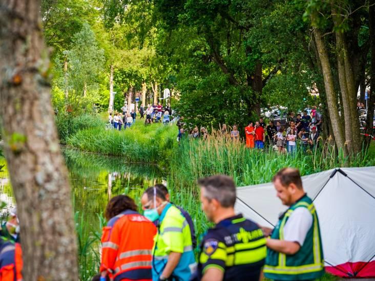 Auto te water in Nuenen: vrouw (74) overleden, man zwaargewond