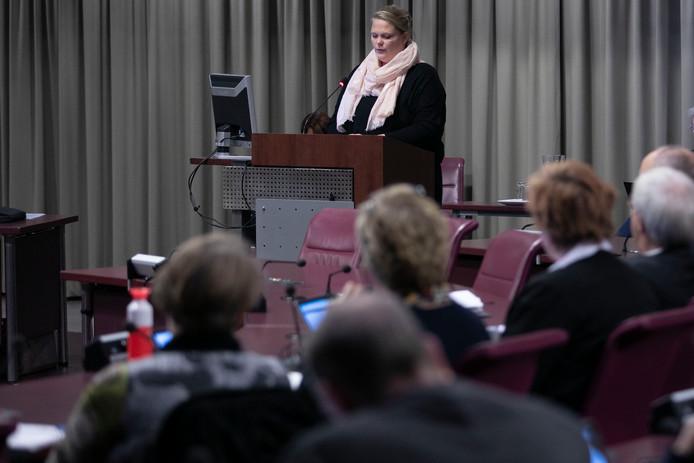 De Eindhovense raadscommissie besprak dinsdagavond bezuinigingen in de zorg. Door een initiatief van 50Plus kregen zorgaanbieders, cliënten en hun ouders de mogelijkheid om in te spreken.