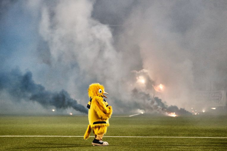 Rookbommen vorig jaar bij de voetbalderby