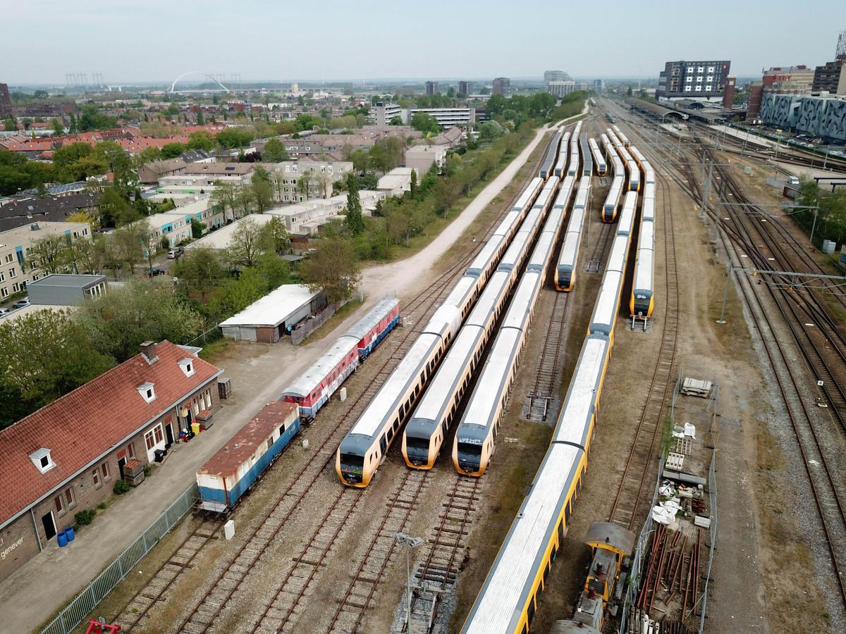 NS terrein naast Graafsebrug met treinen.. Nijmegen, 23-4-2019 .