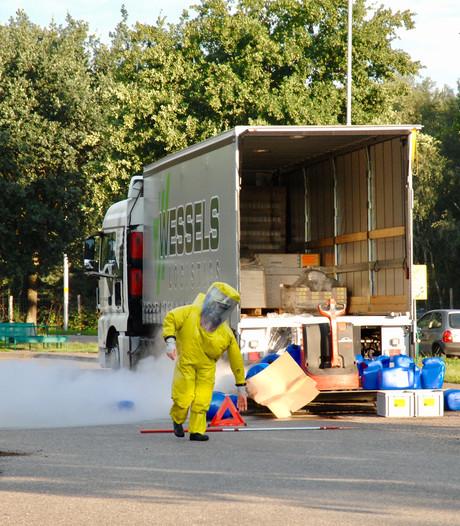Lekkende vaten waterstofperoxide weg, maar parkeerplaats langs A12 nog dicht