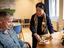 Indonesische zusters Franciscanessen maken martabak telor als opstapje naar goed gesprek over geloof