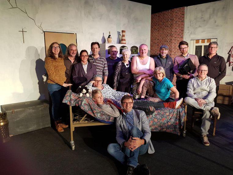 Toneelgroep Clapdorp brengt de nieuwe voorstelling 'kat in de kelder' op de planken.