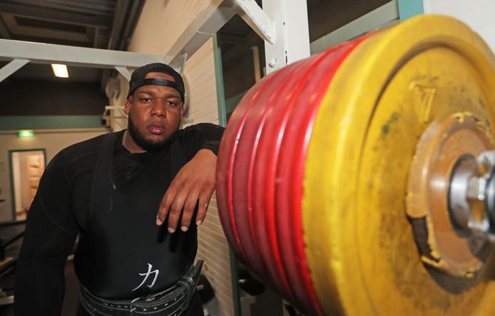 Mack Solognier legt zich na zijn bizarre ongeluk toe op bodybuilding. ,,Ik volg nu een streng dieet.''