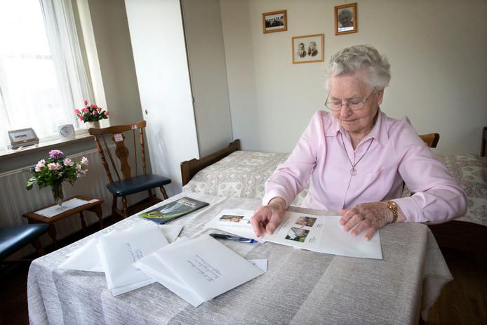 Zuster Theresia maakt haar verhuisberichten: van Mgr. Hopmansstraat 2 naar Brabantpark 5.