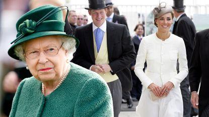 Foei, te korte rok: Britse Queen tikt Kate Middleton op de vingers
