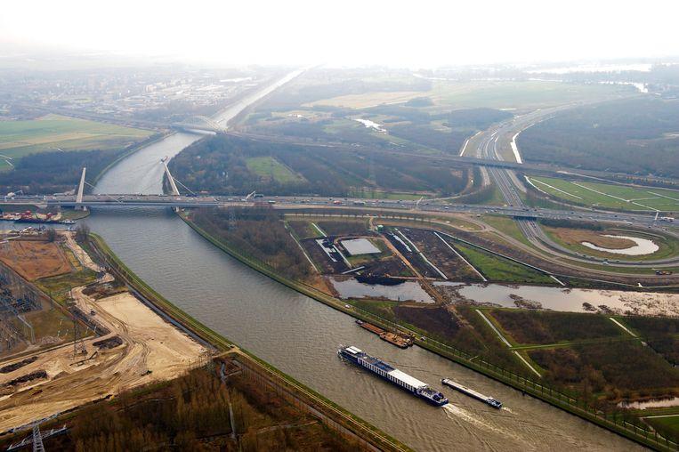 De Muiderbrug, knooppunt Diemen en het AmsterdamRijnkanaal. Beeld ANP