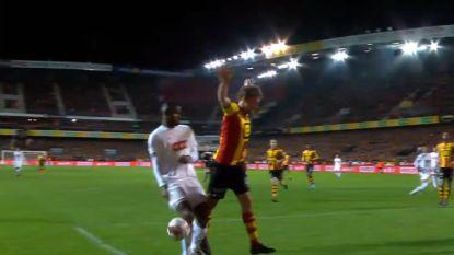 """Standard krijgt onterechte corner en profiteert met goal: """"Nooit goed als referee achteraf 'sorry' komt zeggen"""""""