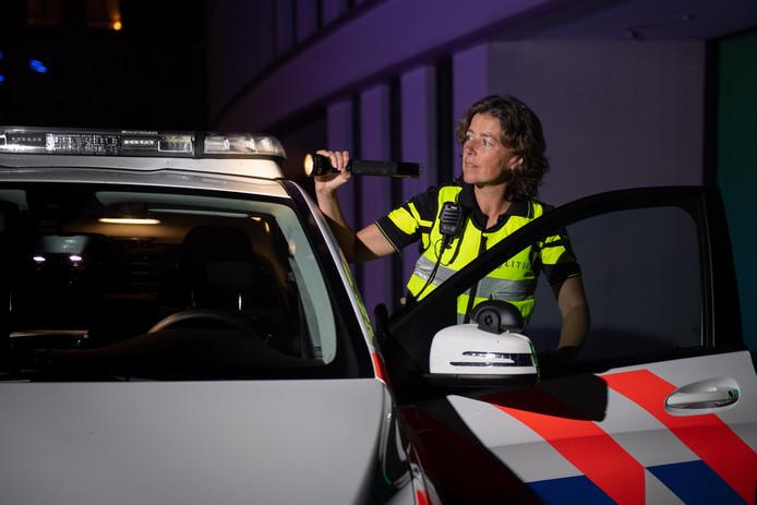"""Jacomijn Heupink, hoofdagent bij de politie, werkt regelmatig 's nachts: ,,De sfeer is intiemer."""""""